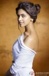 Deepika Padukone poses stunningly!