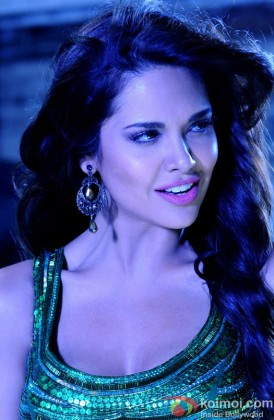 Esha Gupta Scorches In A Gold Outfit