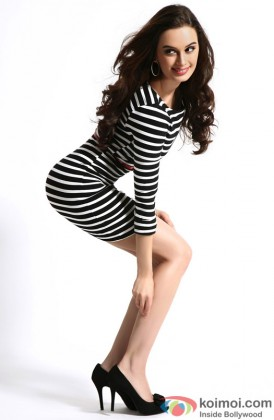 Evelyn Sharma Strikes A Naughty Pose