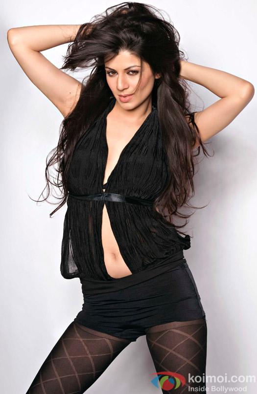 Kainaat Arora seductive in black
