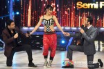 Kapil Sharma, Lauren Gottlibe And Ranbir Kapoor Promote Besharam On the sets of Jhalak Dikhla Ja Season 6
