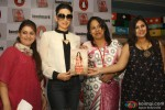 Karisma Kapoor unveils her book 'My Yummy Mummy Guide' Pic 5