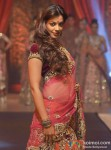 Mugdha Godse walks the ramp for Vikram Phadnis Pic 3