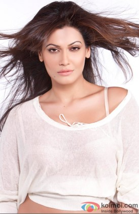 Payal Rohatgi Sizzles In A White Outfit