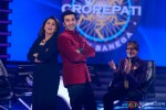 Ranbir Kapoor and Neetu Kapoor with Amitabh Bachchan promote 'Besharam' on KBC 7 Pic 1