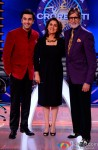 Ranbir Kapoor and Neetu Kapoor with Amitabh Bachchan promote 'Besharam' on KBC 7 Pic 3