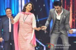 Rishi Kapoor, Neetu Singh And Manish Paul Promote Besharam On the sets of Jhalak Dikhla Ja Season 6