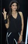Shilpa Shetty gives the 'Dishkiyaoon' pose