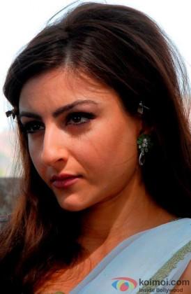 Soha Ali Khan Gives A Serious Expression