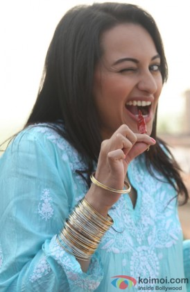 Sonakshi Sinha Bites On The 'Laal Mirchi'