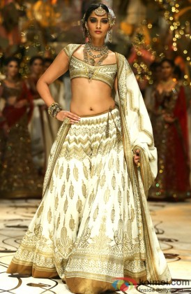 Sonam Kapoor walks the ramp at India Bridal Fashion Week 2013