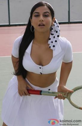 Vidya Balan Gives A Naughty Pose