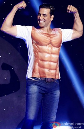 Akshay Kumar Flaunting His Physique At An Event