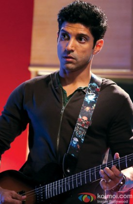 Farhan Akhtar Snapped Playing The Guitar