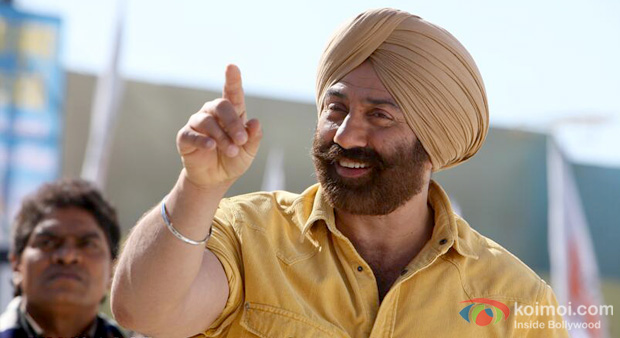 Johnny Lever and Sunny Deol in a still from Singh Saab The Great