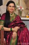 Padmini Kolhapure poses in a Maharashtrian saree