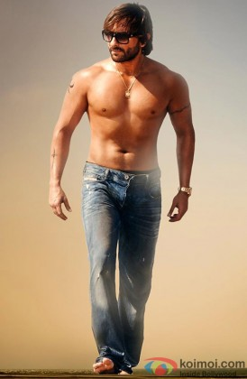 Saif Ali Khan Looking Hot Without Shirt