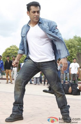 Salman Khan looks his robust self in a still from 'Jai Ho'