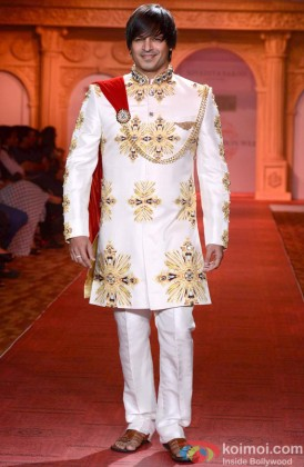 Vivek Oberoi walks the ramp at ABIL Pune Fashion Week