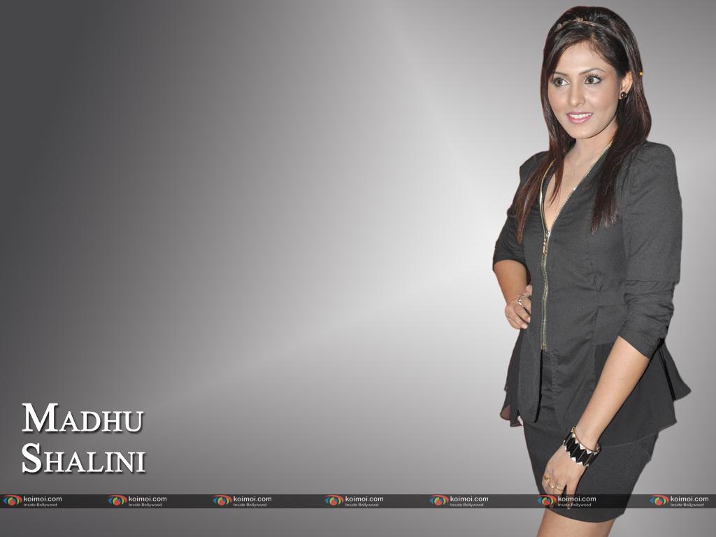 Madhu Shalini Wallpaper 1