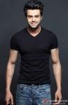 Manish Paul looks dashing in Black