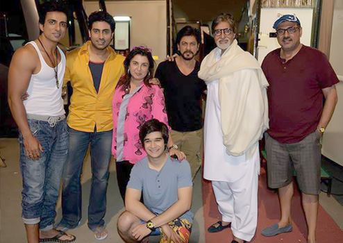 Sonu Sood, Abhishek Bachchan, Farah Khan, Shah Rukh Khan, Amitabh Bachchan and Boman Irani on the sets of Happy New Year