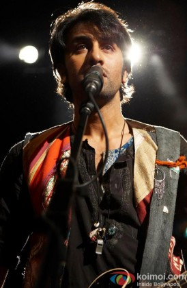 Ranbir Kapoor Singing In A Still From Rockstar
