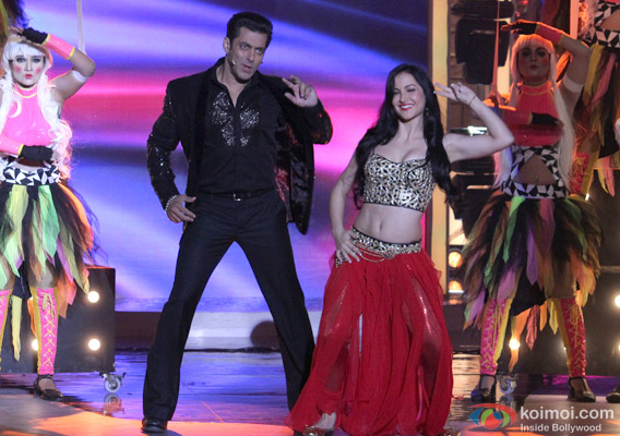 Salman Khan and Elli Avram in Bigg Boss 7 - Grand Finale Pic 2