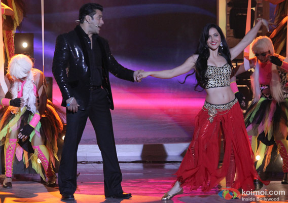 Salman Khan and Elli Avram in Bigg Boss 7 - Grand Finale Pic 1