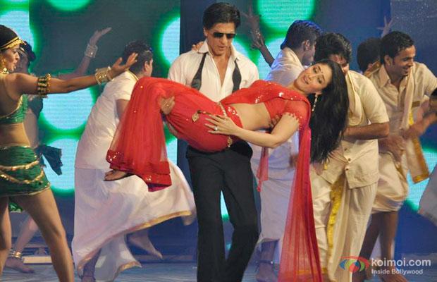 Shah Rukh Khan and Kareena Kapoor at an event