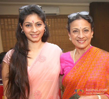 Tanishaa Mukherjee and Tanuja Mukherjee at an event