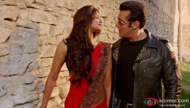 Daisy Shah and Salman Khan in Tere Naina song still from 'Jai Ho'