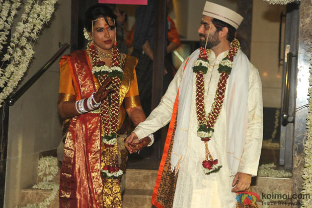 Sameera Reddy Poses With Her Husband Akshai Varde Pic 1