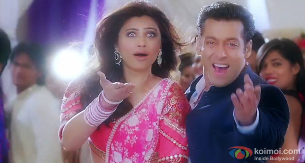 Daisy Shah and Salman Khan in a still from Jai Ho