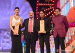 Deepika Padukone, Rakesh Roshan and Shah Rukh Khan at Big Star Entertainment Awards 2013