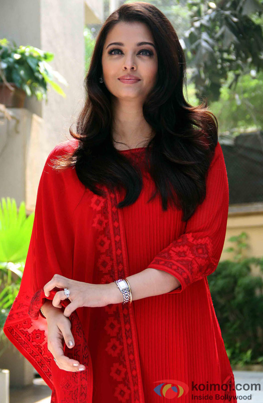 Aishwarya Rai Bachchan Looks Beautiful In A Red Hot Attire
