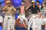 Shah Rukh Khan performs at 'Umang' Police Show 2014