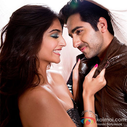 Sonam Kapoor and Ayushmann Khurrana in a 'Khamakhaan' song still from movie 'Bewakoofiyaan'