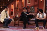 Jeetendra and Tusshar Kapoor On Comedy Nights With Kapil Pic 3