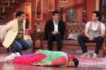 Jeetendra and Tusshar Kapoor On Comedy Nights With Kapil Pic 4