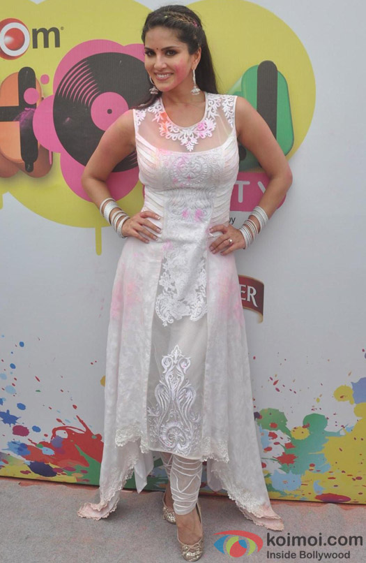 Sunny Leone Celebrates 'Holi'