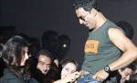 Twinkle Khanna unzips Akshay Kumar