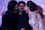 Teacher Love?: Ranveer Singh & Deepika Padukone kiss Sanjay Leela Bhansali