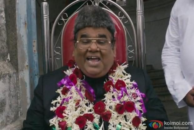 Satish Kaushik in a still from movie 'Dekh Tamasha Dekh'