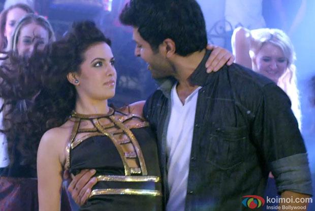 Ayesha Khanna and Harman Baweja in a still from movie 'Dishkiyaoon'