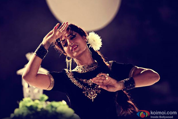 Mahie Gill in a still from movie 'Gang Of Ghosts'