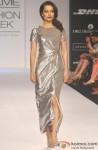 Kangana Ranaut sizzles the ramp at 'Lakme Fashion Week' 2014 Pic 2