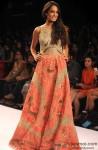 Lisa Haydon ramp walks at 'Lakme Fashion Week' 2014 Pic 3