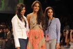 Lisa Haydon ramp walks at 'Lakme Fashion Week' 2014 Pic 4