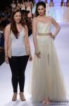 Nargis Fakhri walks the ramp at 'Lakme Fashion Week' 2014 Pic 2